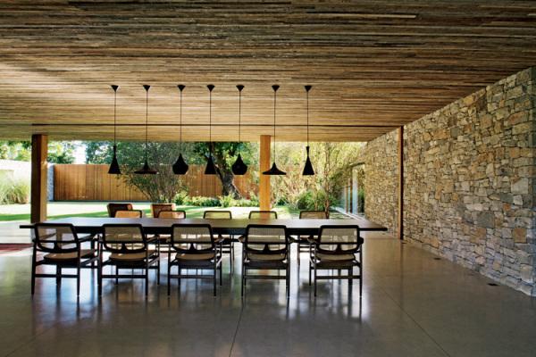 casa-marcio-kogan-parede-pedra-600x400