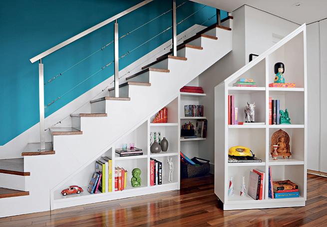 espaço em baixo de baixo da escada