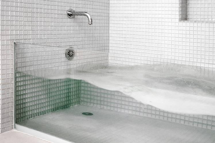1-glass-bathtub-by-David-Stern